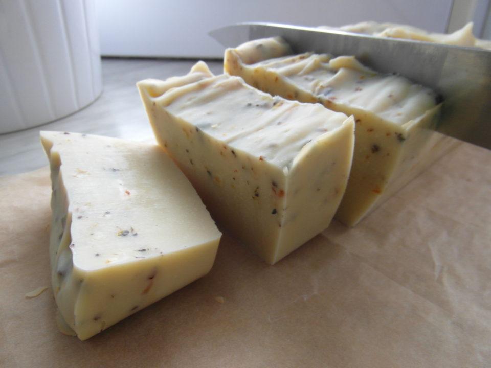 Naturalne, wegańskie mydło z tarniną i skórką z cytryny
