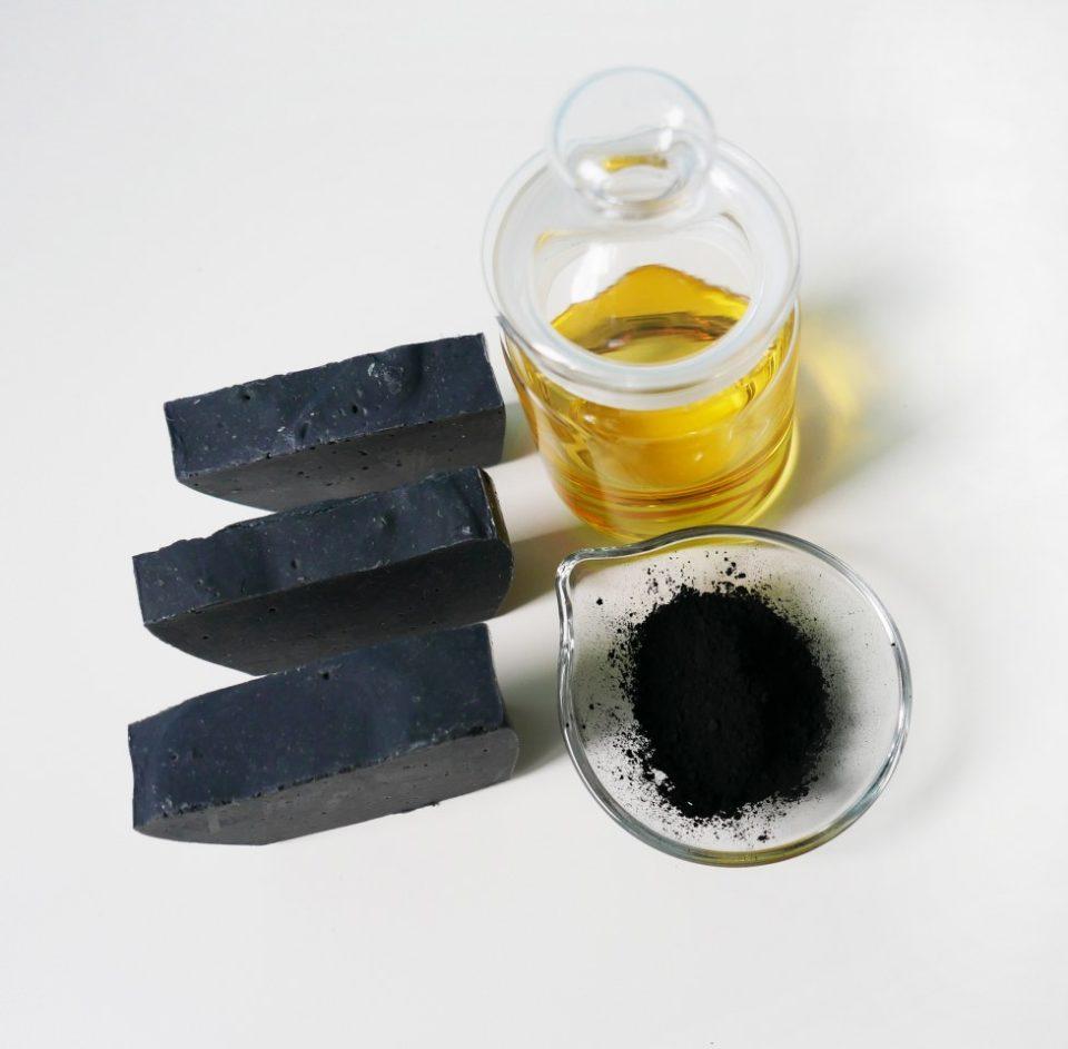 Jak zrobić mydło z węglem aktyowowanym