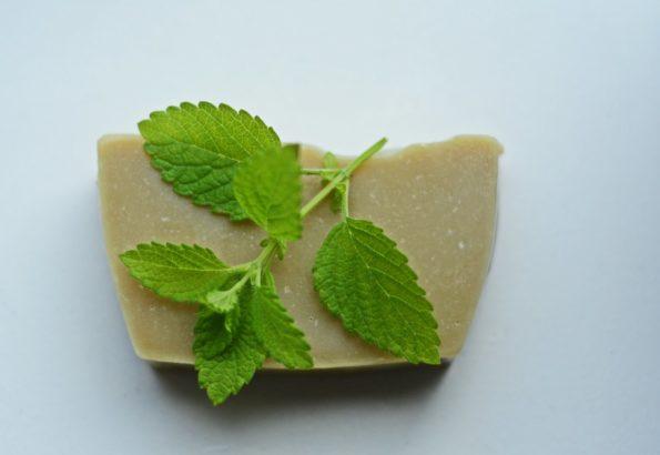 mydło z melisą cytrynową i proszkiem moringa