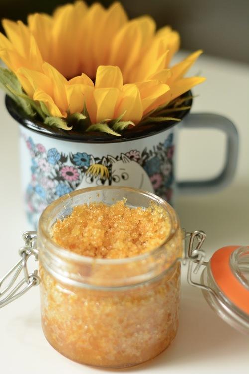 scrub słonecznikowy z olejem śliwkowym