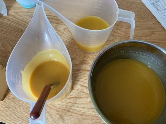 podzielona masa mydlana w mydle melonowym